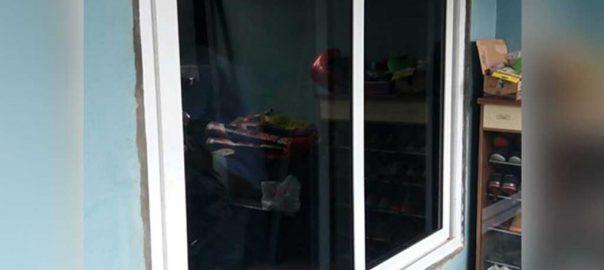 contoh jendela upvc jungkit warna putih di Duren Sawit id7581