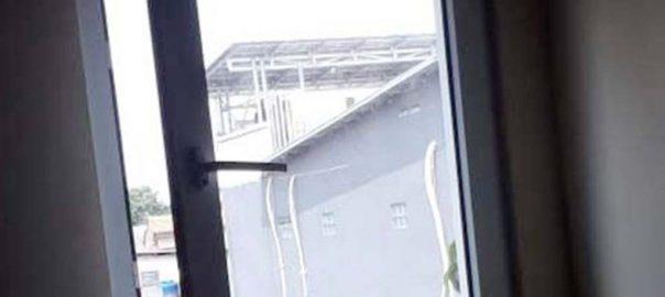 jual jendela upvc swing conch warna putih di Tebet id8493
